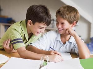 Маленькие школьники пока не научились длительно сосредотачиваться на объекте